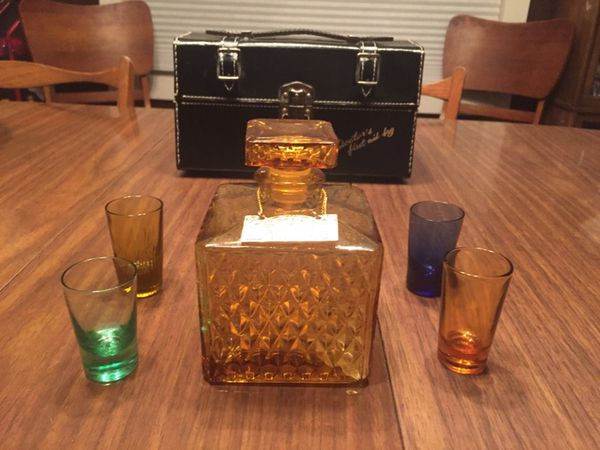 1960 Vintage ROYAL CRAFT gin scotch decanter set, doctors first aid bag for  Sale in Olympia, WA - OfferUp