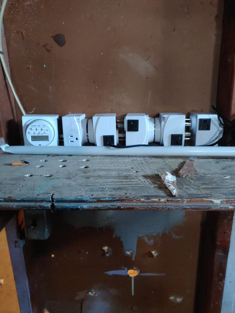 Power Inverters With Timers And Lights