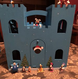 Micky mouse clubhouse winter palace playset! for Sale in Lemoore, CA