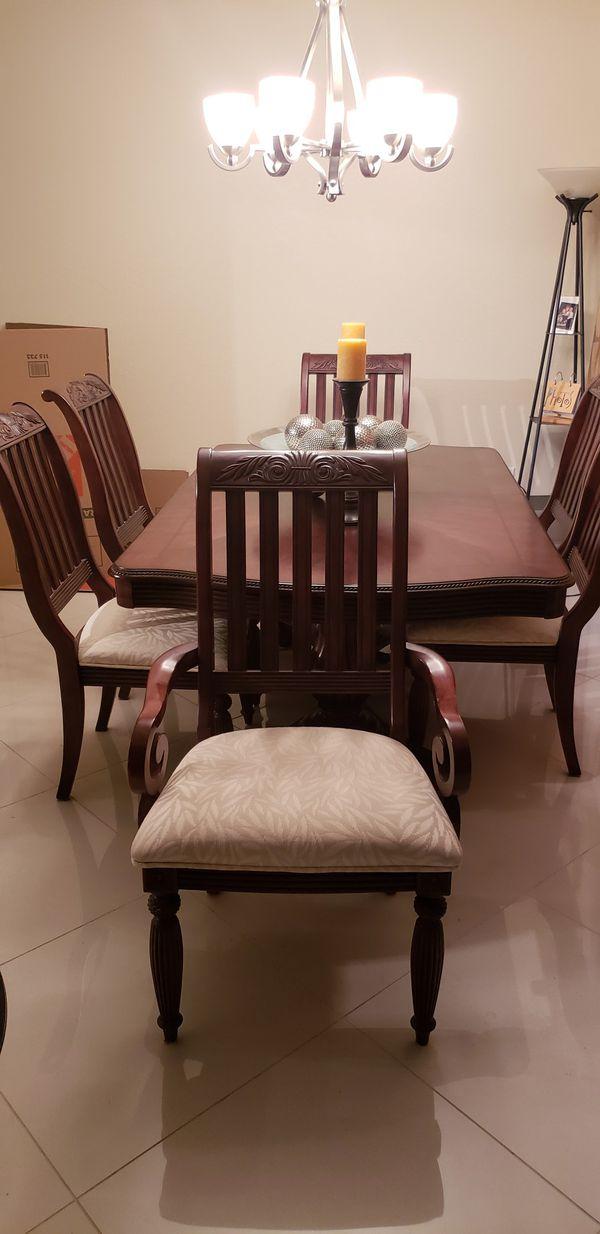 Elegant dining room set. for Sale in Miami, FL - OfferUp