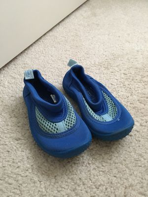 iPlay toddler water shoes - size 6 for Sale in Falls Church, VA