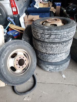 Photo Set of 6 LT 225 75 R16 tires and rims off 2005 GMC box truck