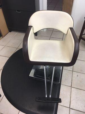 Salon chair for Sale in Tampa, FL
