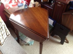 Photo End table with two fold down sides