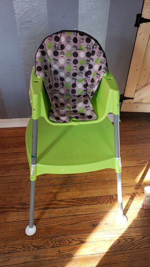 Photo FREE convertible high chair