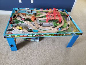 Photo Thomas the Train table with wooden tracks and bridges