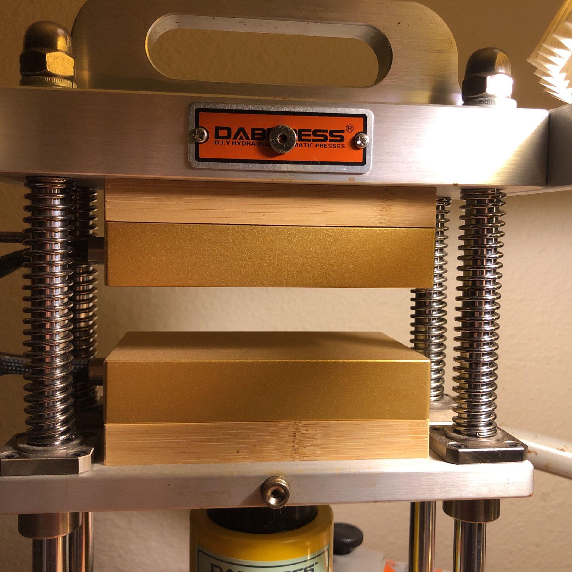 10 Ton Dabpress With Hand Pump Like New