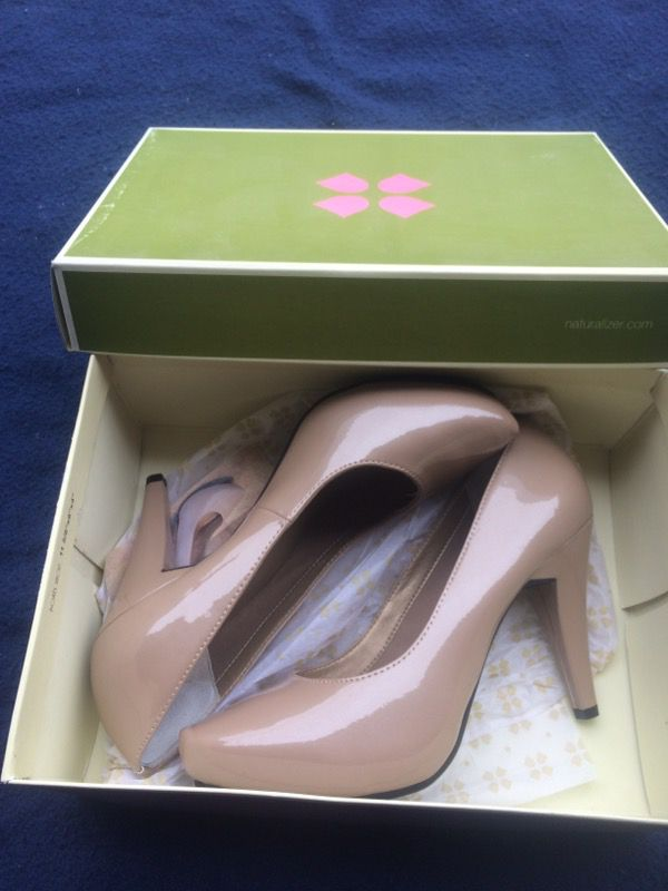 Size 8.5 Naturalizer shoes