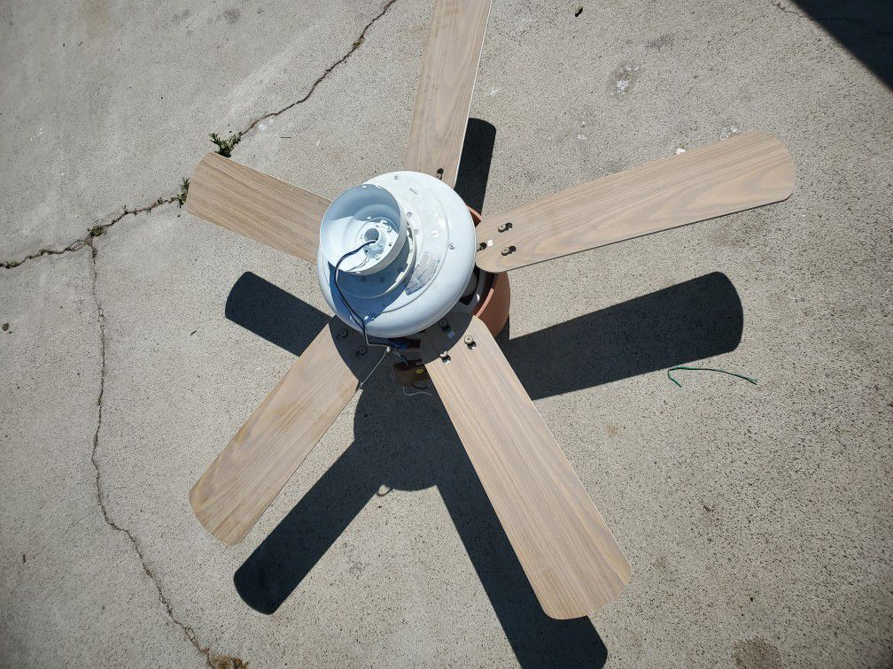 Hampton Bay White Ceiling Fan with Light