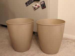 2 trash cans for Sale in Alexandria, VA