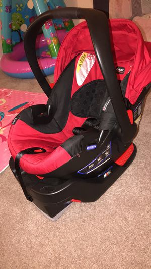 Britax B-Safe 35 Infant Car Seat with base for Sale in Frederick, MD