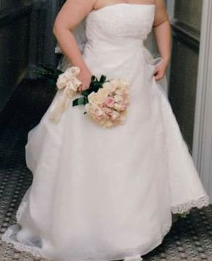 wedding gown, organza with train for Sale in Apex, NC