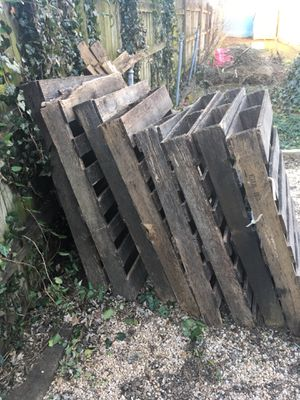 FREE Pallets & Tomato Cages for Sale in Frederick, MD