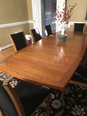 Dining room table and 8 chairs. Excellent condition. Pop up leaves to expand. for Sale in Richmond, VA
