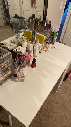 Photo Makeup Vanity Ikea desk top + Drawers + Wall mirror + Impressions Vanity table and LED lights mirror