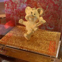 Gold Figure Thumbnail