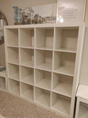 Photo White Ikea Kallax shelf unit