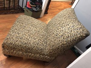 Accent chair for Sale in Baltimore, MD