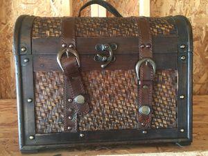 Small decorative chest for Sale in Chicago, IL