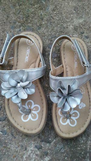 Girl sandals size 11/ Sandalias para niña numero 11 for Sale in Manassas Park, VA