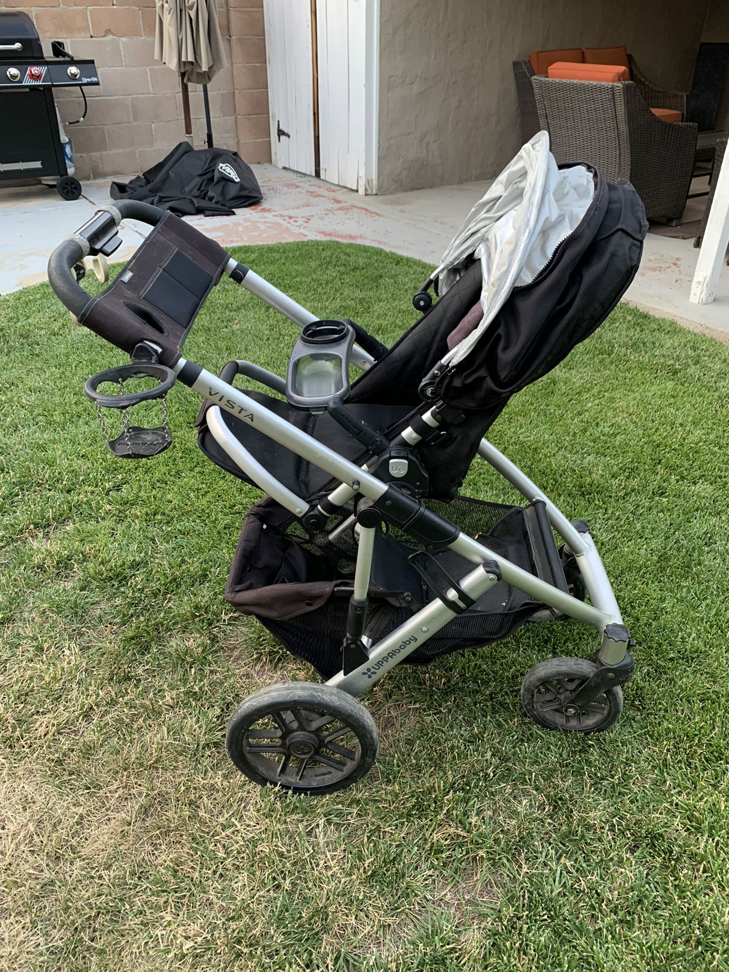 Uppababy Vista With rumble Seat, Bassinet, Piggyback, and Travel bag