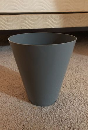 Gray trash can for Sale in Springfield, VA