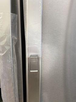 NEW ! 29.5 CU FT LG 4 DOOR REFRIGERATOR IN STAINLESS STEEL WITH ICE/WATER DISPENSER & SHOW CASE DOOR Thumbnail