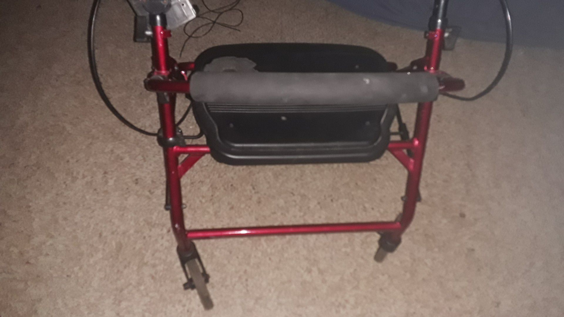 Sitting wheel chair