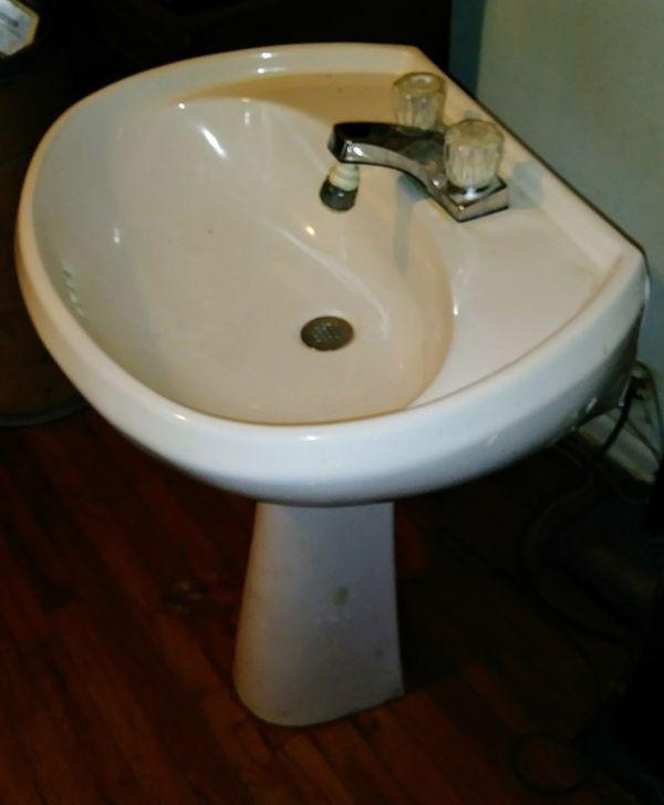 Pedestal Bathroom Sink Porcelain White For Sale In San Antonio TX - Bathroom sinks san antonio