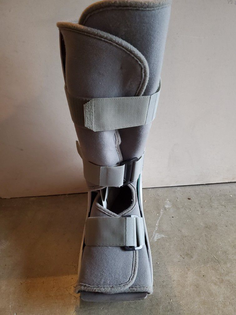 Air Cast Boot. Unsure of size.
