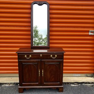 Foyer Table and Mirror for Sale in Lake Ridge, VA