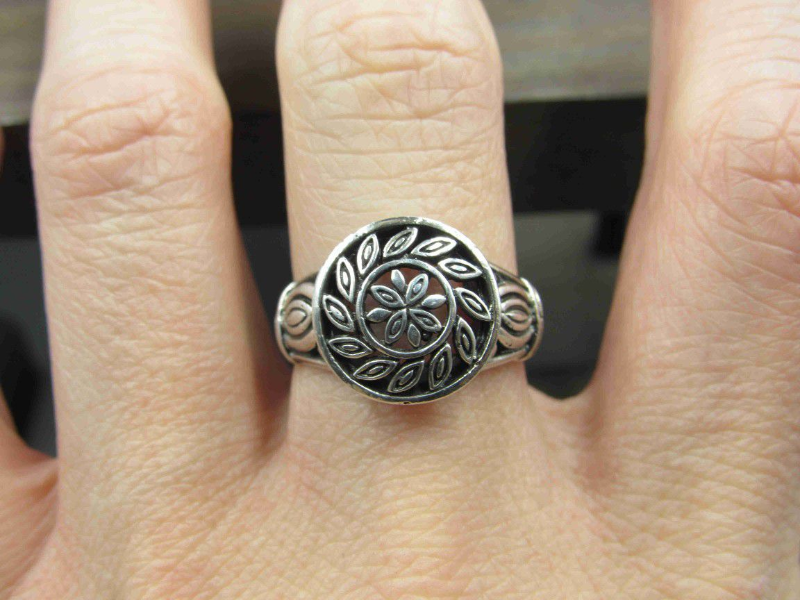 Size 9 Sterling Silver Swirling Design Band Ring Vintage Statement Engagement Wedding Promise Anniversary Bridal Cocktail Friendship