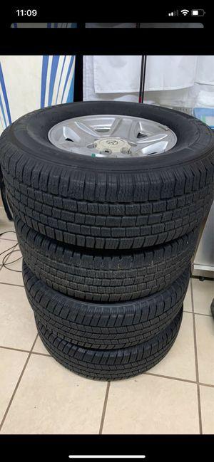 Photo Toyota rims and tires 6 lug