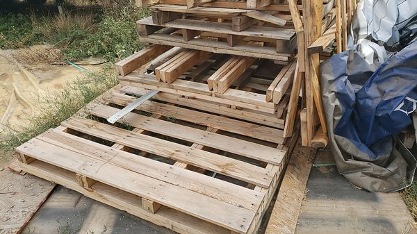 Wood pallets free large and small for Sale in El Cajon, CA ...