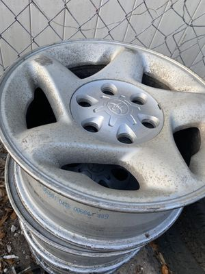 Photo Toyota Tundra set of Wheels 16 inch