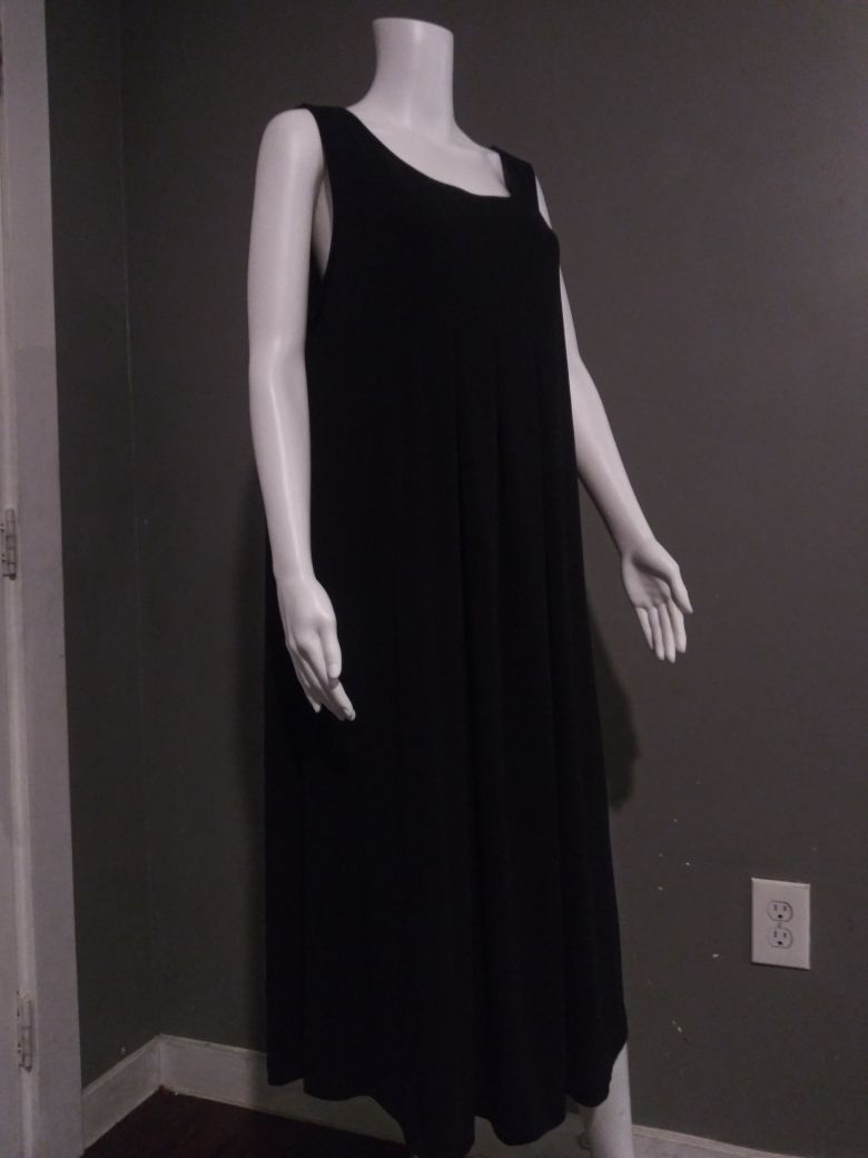 ***WOMEN'S XXL BLACK DRESS!***
