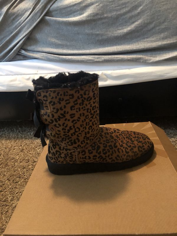 316e11face1 Leopard bailey bow uggs size 5Y (6W) for Sale in Joliet, IL - OfferUp