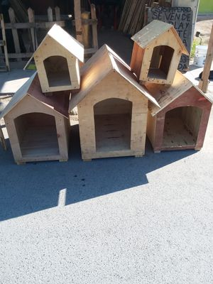 Dog houses different sides/ Casa's de perros diferentes medidas for Sale in Mesquite, TX