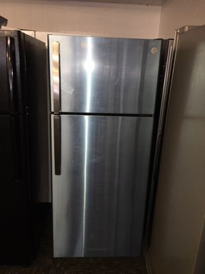 Photo GE brand New Stainless Steel Top Freezer Refrigerator Scraches Dent With Warranty No Credit Needed Just $54 Down Payment Cash Price $500 The price Is