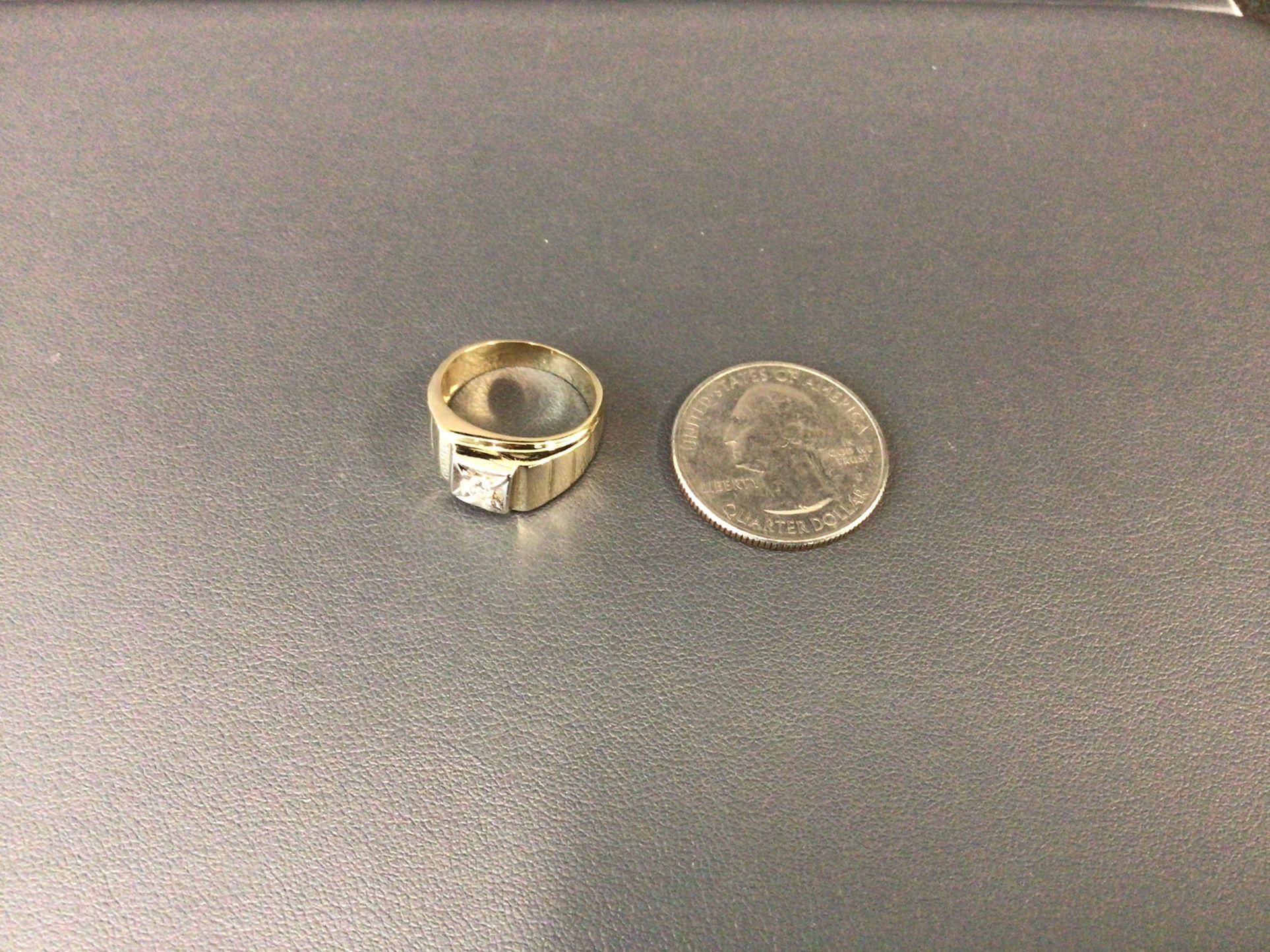 14K RING WITH DIAMOND STONE