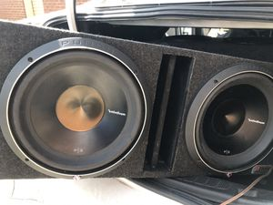Photo 2-12 inch Rockford Fostgate P3 Dual voice Coil Subs In a New Ported B Box
