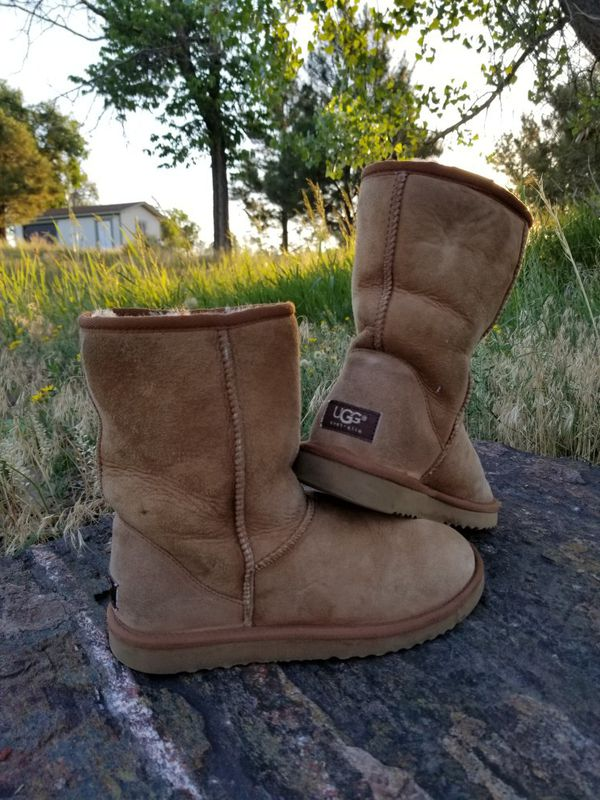 ca88f9109c3d Size 8 wide. Classic short Chestnut Ugg Boots for Sale in Denver
