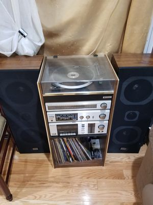 Hitachi turntable/radio with speakers for Sale in Adelphi, MD