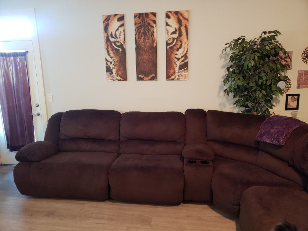 ASHLEY SECTIONAL!!!!!! LIKE NEW.. WALL PICTURES INCLUDED!!!!!!MUST SEE