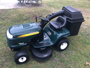 Photo Craftsman riding lawn mower tractor with bagger