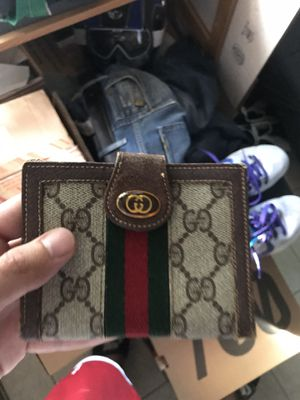 Vintage gucci wallet for Sale in Katy, TX