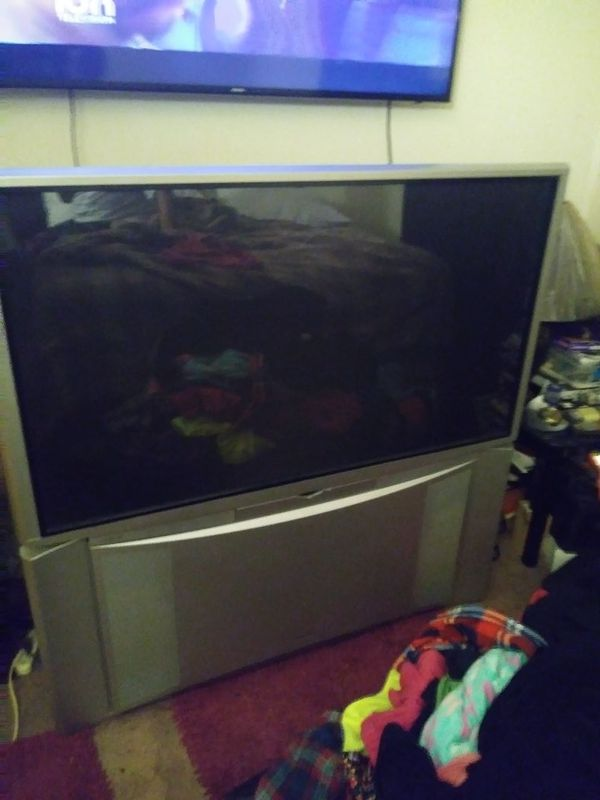 60 inch old school toshiba tv with good picture for Sale in Indianapolis,  IN - OfferUp
