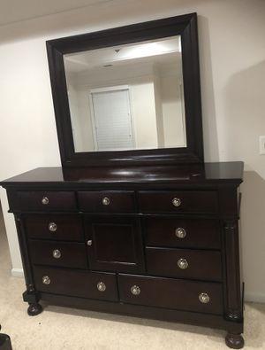 10 Drawer Wooden Dark Finish Dresser & Mirror for Sale in Ashburn, VA