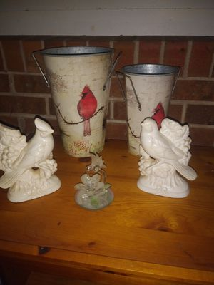 Photo Beautiful bird decor. Two large vases 2 ceramic red birds and one Genuine Crystal hummingbird