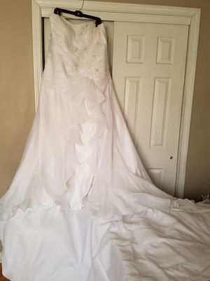 Wedding Dress with Cathedral Train for Sale in Columbus, OH